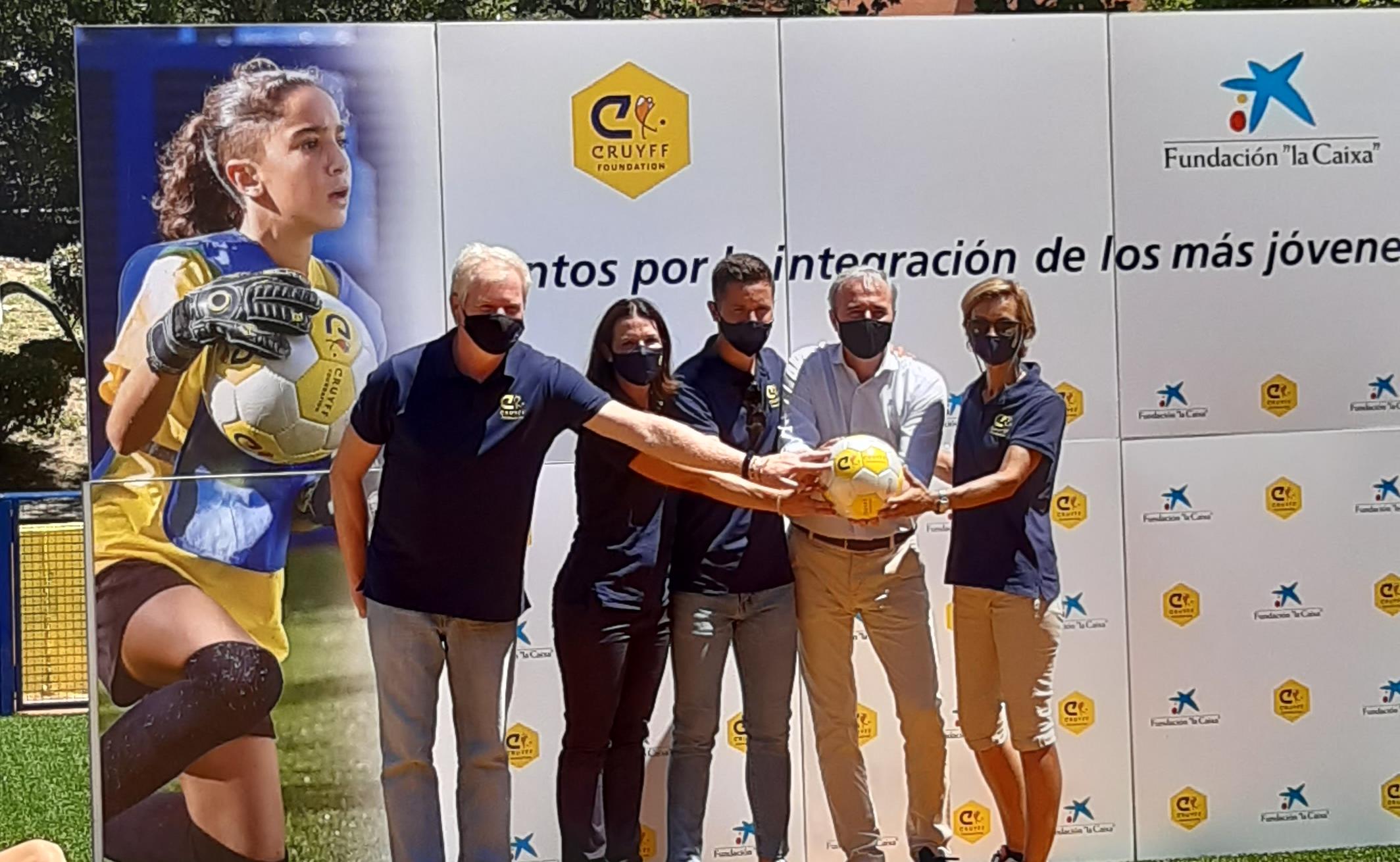 Ander Herrera inaugura el Cruyff Court de la ciudad de Zaragoza