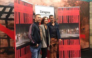 De izquierda a derecha, Nunzio Impellizzeri, bailarín y director de Murmuriu; Sara Fernández, consejera de cultura; y Víctor Jiménez, director artístico de LaMov